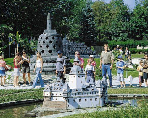 Mimu Wörthersee Pfalzgrafenstein mit Borobodur  im Hintergrungd